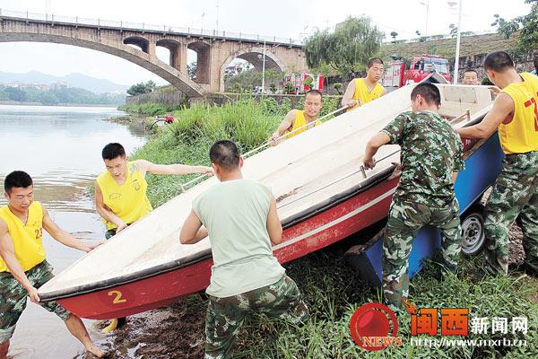 上杭消防大队开展水上应急救援训练