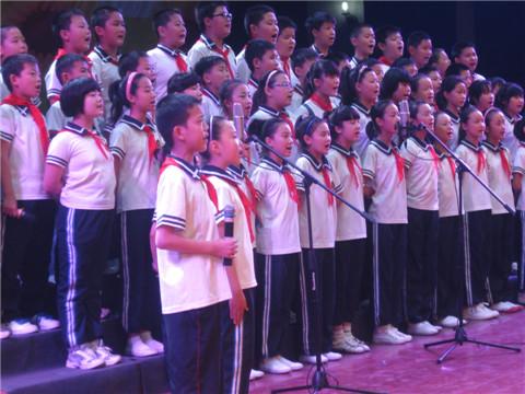 舞钢市三小举行庆六一大合唱比赛图片