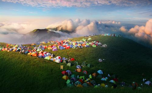 武功山是集人文景观和自然景观为一体的山岳型风景名胜区,是江南名山