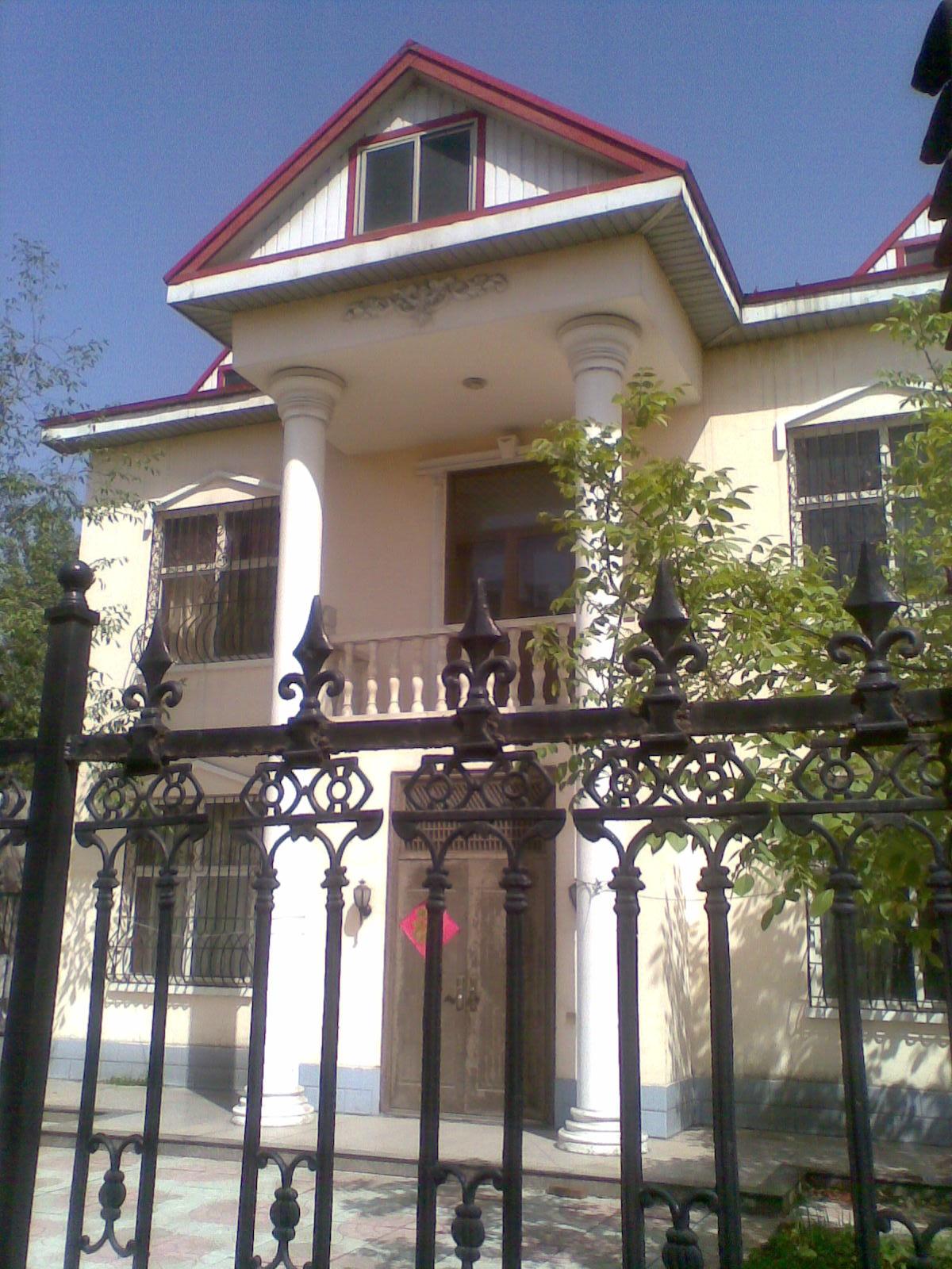 二层楼独院别墅(带车库)