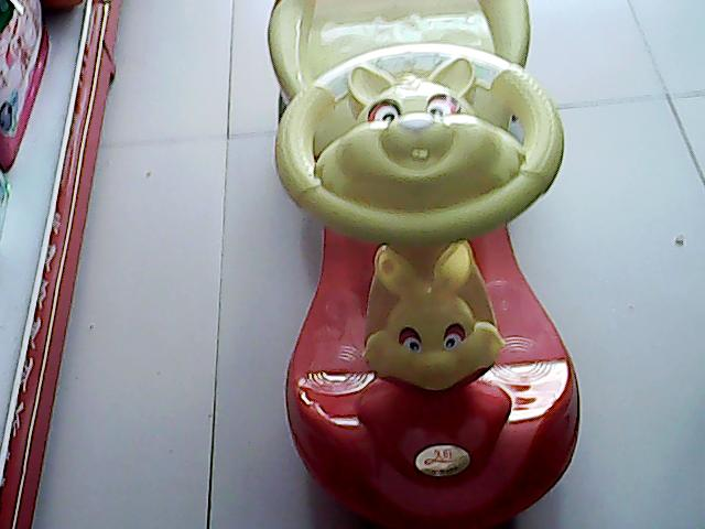 新款童車 歡迎新老顧客來選購。育英門口
