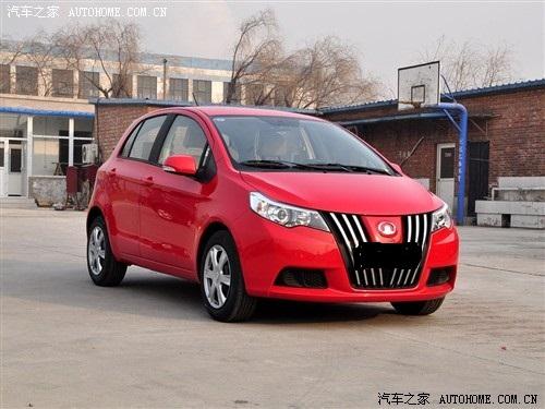 长城凌傲、红色、两厢轿车一辆