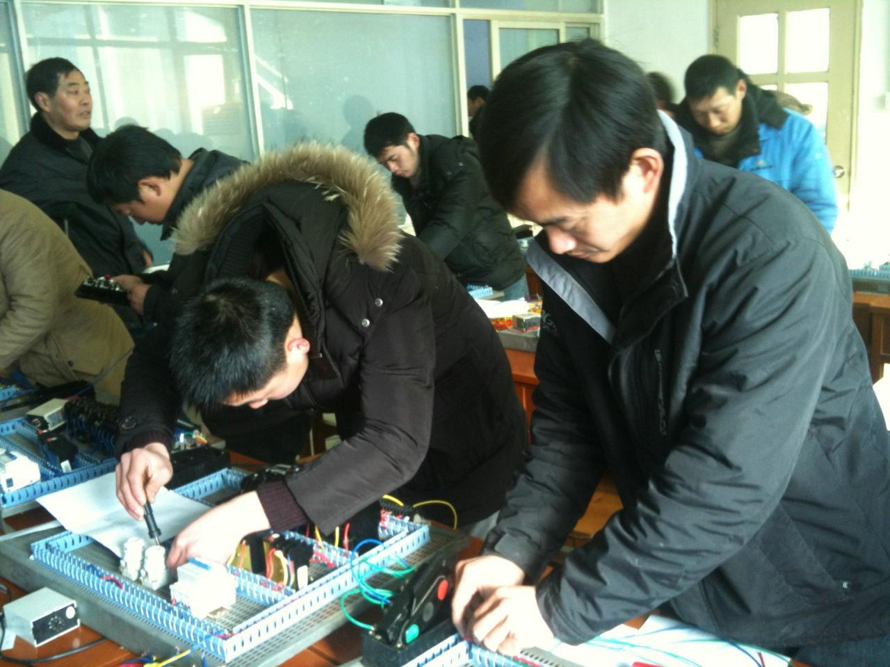 本校常年办理电焊、电工、架子工、信号工等操作证