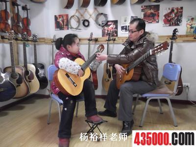 黄石琴行大冶学吉他首选−−黄石七彩琴行