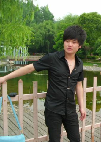祁东82年阳光男找个真诚的女朋友