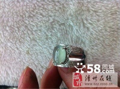 18K白金。微镶戒指。