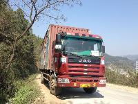 槟榔山矿泉水运输车
