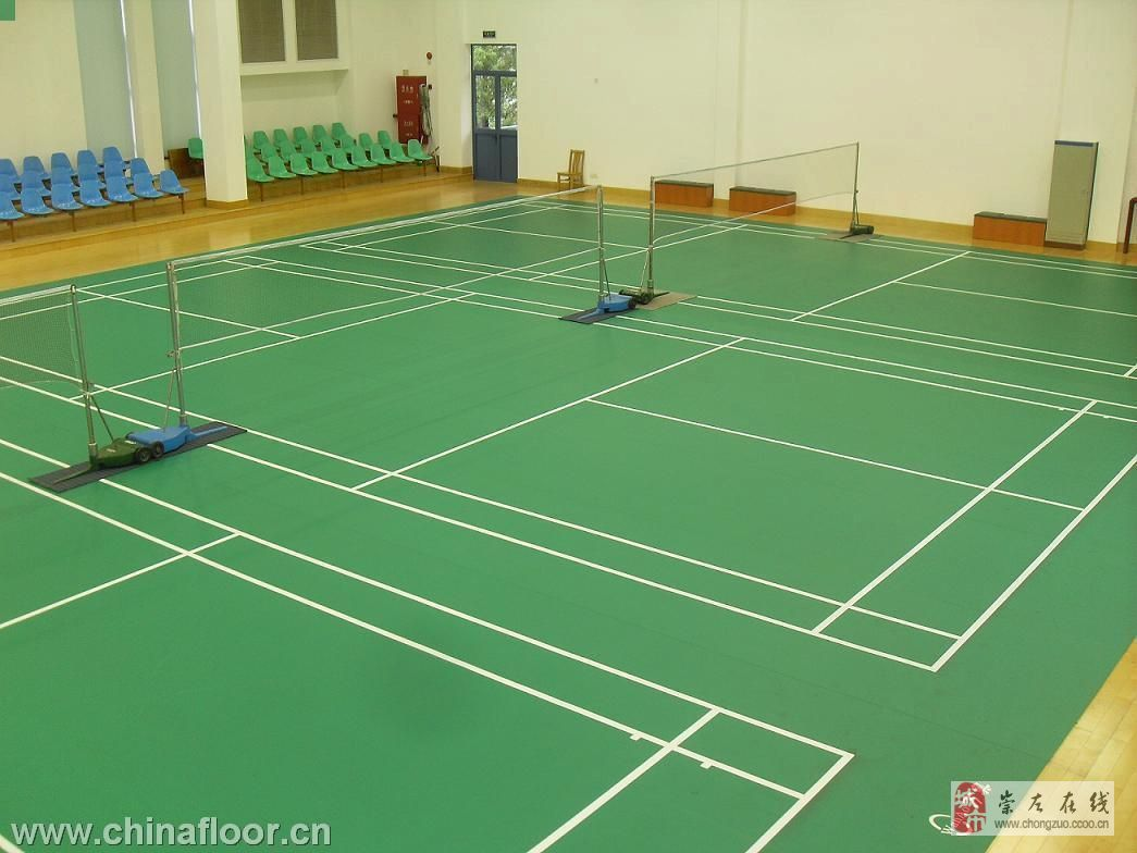 崇左专业羽毛球场塑胶地板施工,球场地胶报价