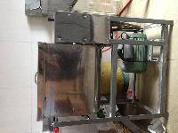 小吃店设备(雪柜、绞肉机、和面机、磅秤、收银机、桌