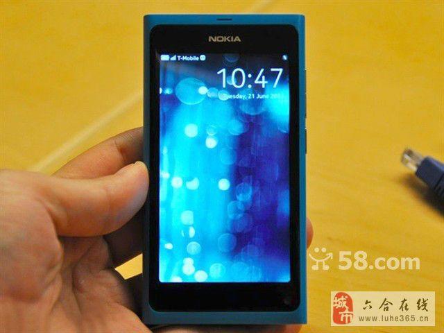 诺基亚 N9 蓝色成色很好