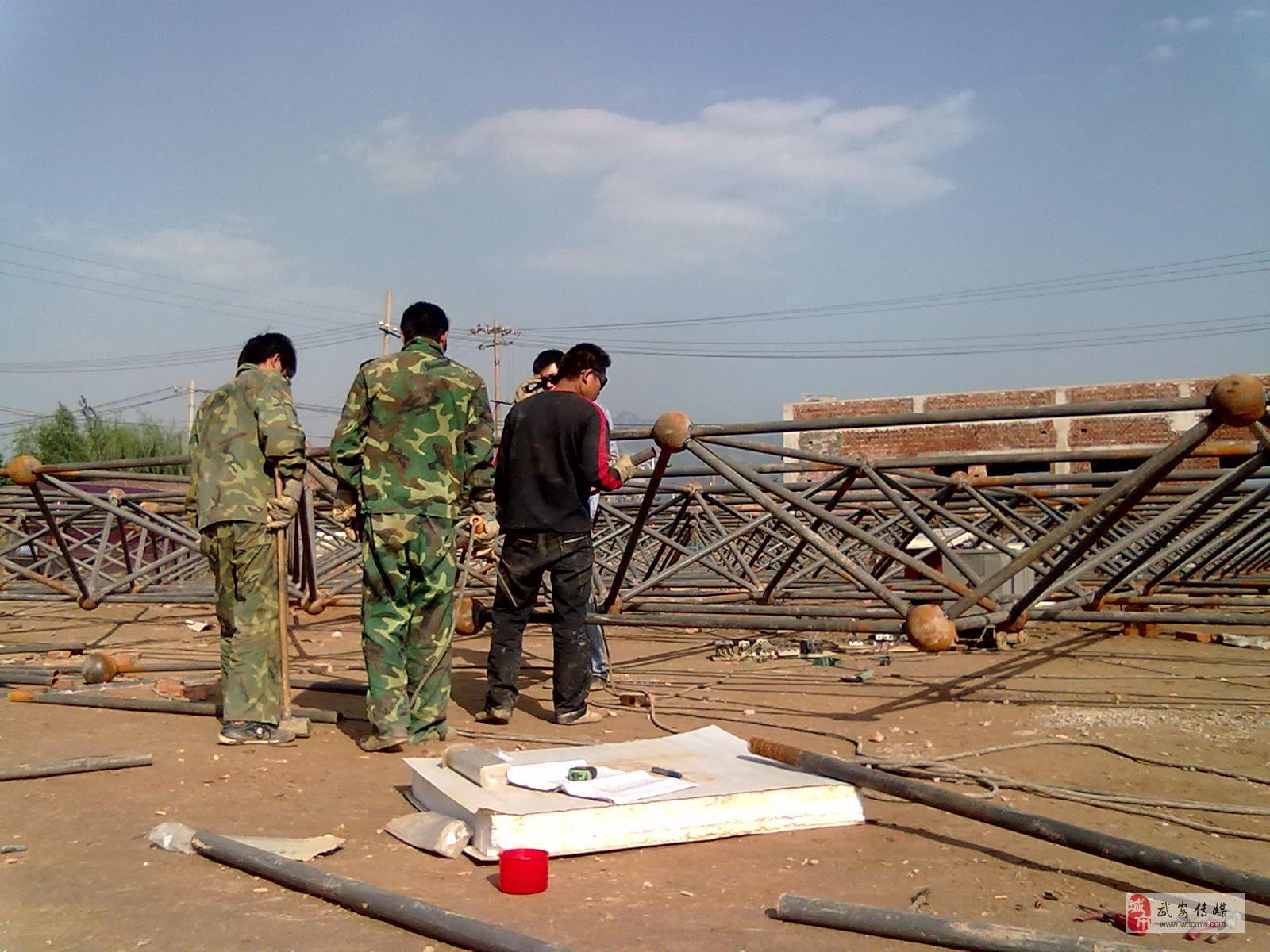 承接钢结构轻钢车间,厂房,桁架;加油站雨棚,钢球网架,油罐,管道,100立