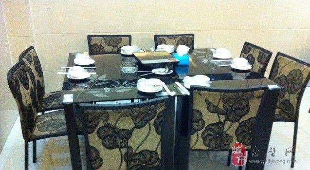 二手餐桌椅,款式新颖,成色新,质量好。