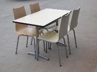 餐台快餐桌也可当办公桌。