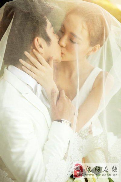 3D视觉婚纱摄影瘦小的新娘适合穿什么样的婚纱
