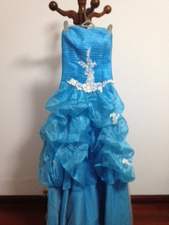 欧式经典婚纱礼服及传统凤凰旗袍三套