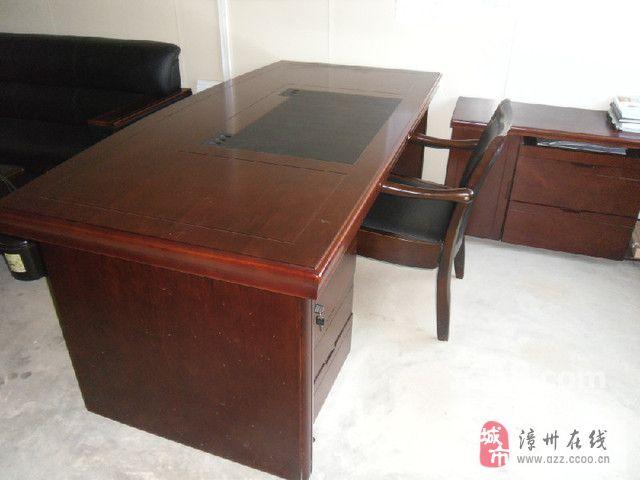 办公桌40张、会议桌、老板桌、沙发