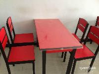 饭店使用的桌椅、一个桌子带四个凳子、共六套