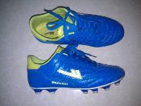 出售纤维皮足球鞋一双