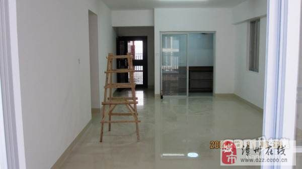 鑫荣花苑,,客厅主房朝南望江,17楼,空气绝佳,已装修