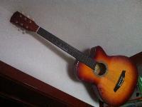 出售9成新吉他一把