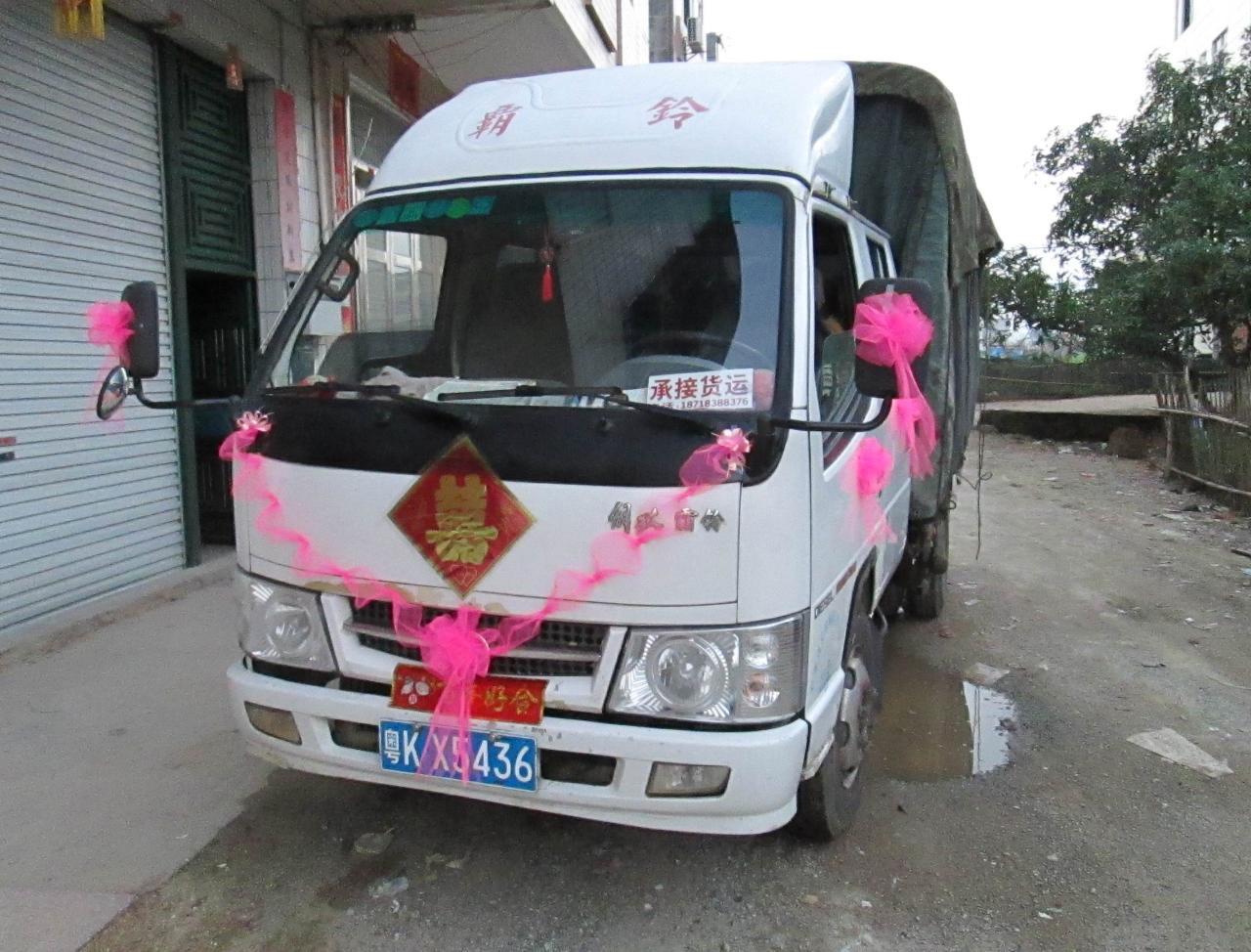 承接大小貨物運輸婚車丶花車拉嫁妝搬家搬廠廣吿宣傳車