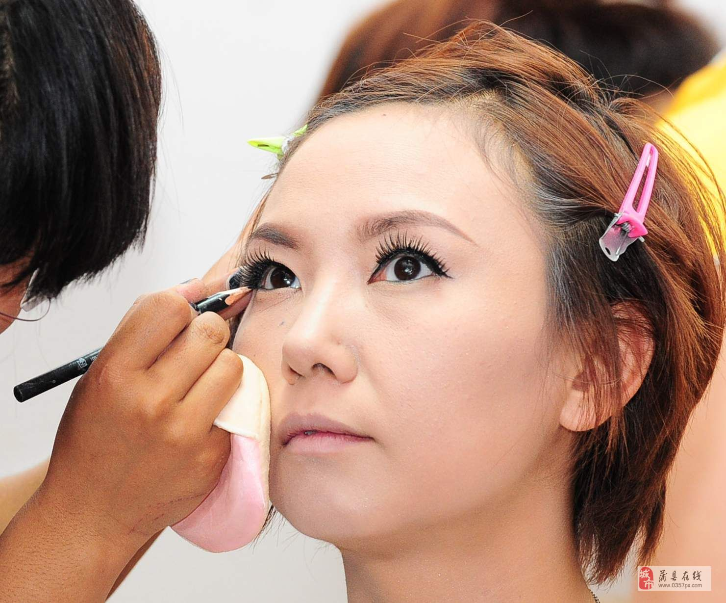 想学化妆去哪里-太原唇色化妆摄影培训机构