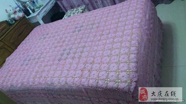 淡粉色手工钩织床罩