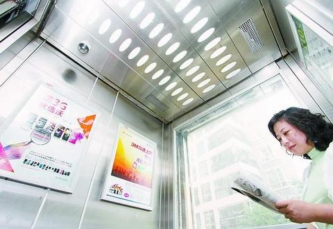 世博国际城一期电梯间广告位招租