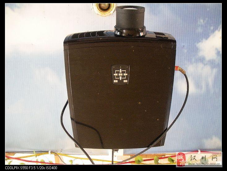 8成新投影机1500元带屏幕