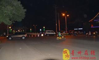 青州城管执法消除安全隐患加班拆除青州荷花桥广告牌