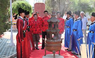 ●上海华信公益基金会执行理事长李光金一行专程到李家龙宫寻根祭祖