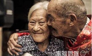 结婚81年恩爱夫妻 100岁婆婆首次穿上婚纱