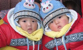 show一下姐姐家的�p胞胎,��呆了!