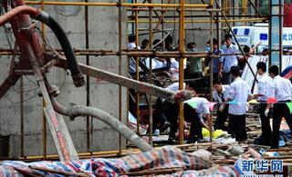 武汉一在建住宅载人电梯发生坠落事故19人遇难[图]