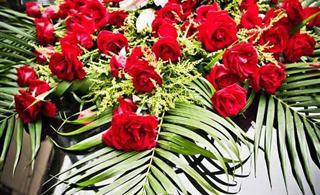 馨语香忆・花?#25307;?#38215; 专业设计婚礼、婚车花束