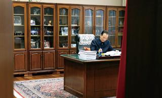 [推荐]来看看温家宝总理的办公室,简约中透出霸气