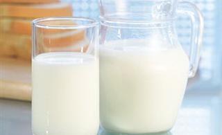 喝牛奶致癌说法太荒谬