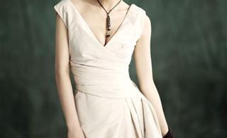 [转贴]黄圣依登某奢侈品杂志封面 大秀优雅东方美