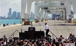 [转贴]奥巴马在中国起重机下力推美国制造/组图