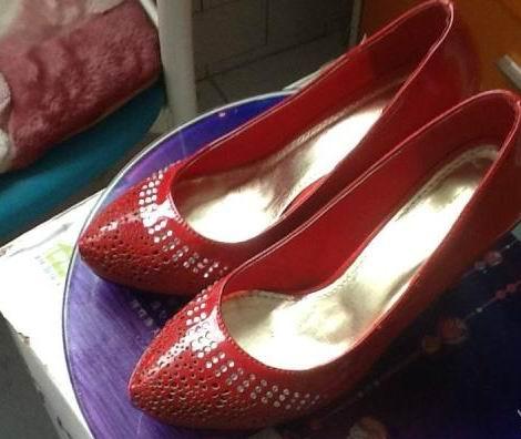 出售红色包包鞋子 - 50元