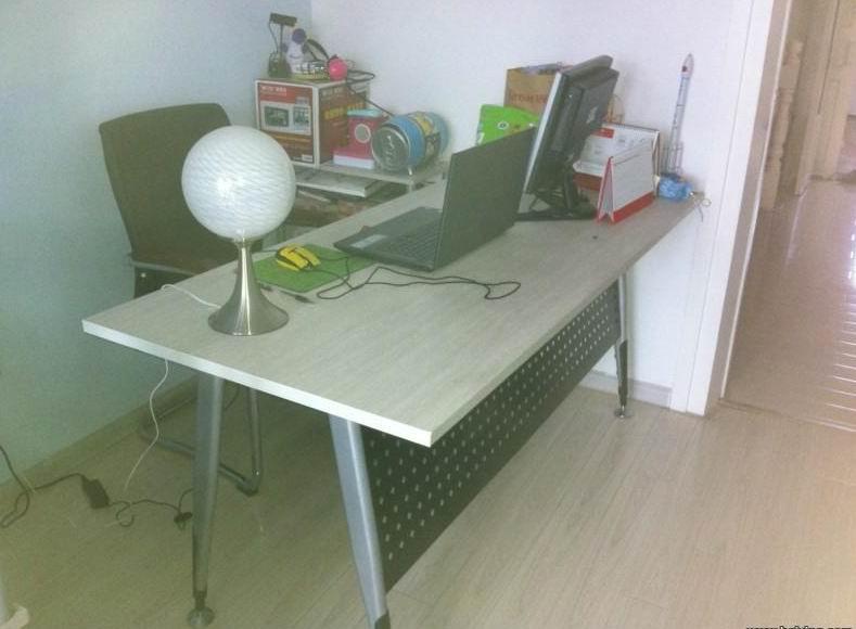 办公桌 9.5成新
