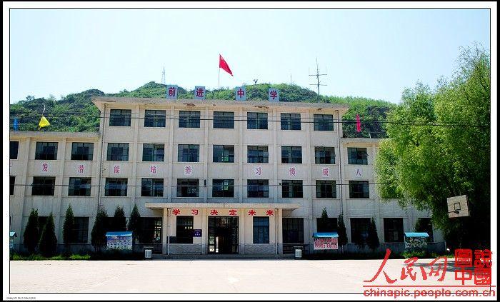 2001年创办延安市宝塔区兴临中学
