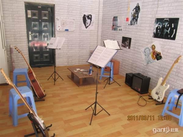 盤錦興隆臺學吉他,教吉他老男孩吉他教室