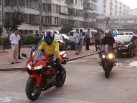 大足婚�c摩托跑��