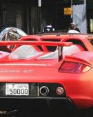 红色保时捷卡雷拉GT