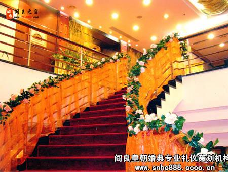 广州婚礼策划的图片2; 鲜花花艺部; 楼梯装饰