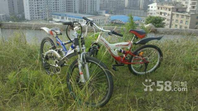 转让自行车,颜色红白相间,款式好看,九成新
