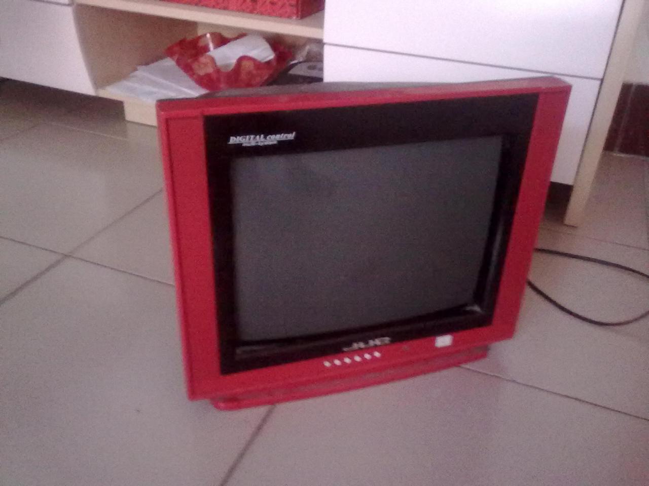 九成新彩色電視一臺14寸