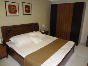 皇朝家私板式床+衣柜