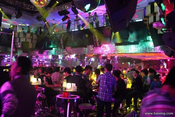 爱玩夜店 喜欢唱歌的美女帅哥请注意了